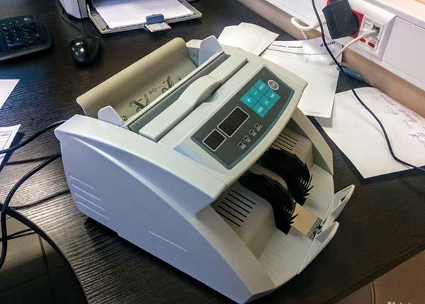 Счетчик банкнот с детектором подлинности
