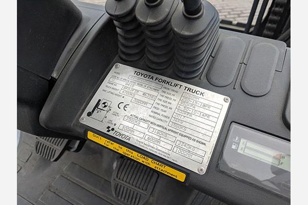 Вилочный погрузчик Toyota 02-8FDJF35, грузоподъемность 3,5 тонны